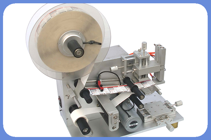 Two Sides Economic Round Bottle Labeling Machine